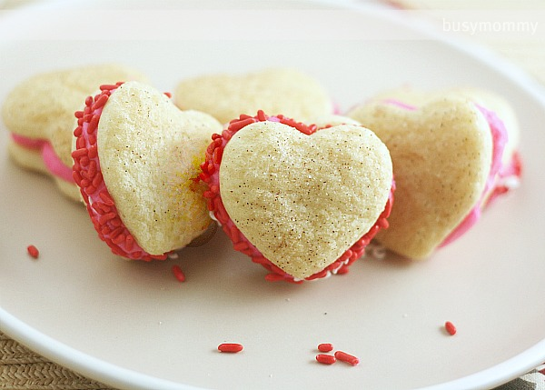 Valentine S Day Frosting Filled Sandwich Cookies Creativecrescents