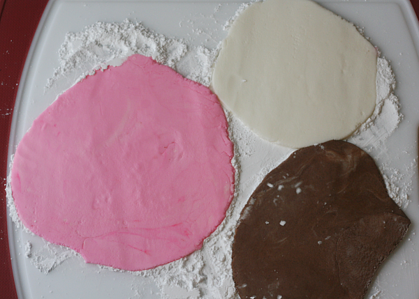 Homemade Valentine\'s Day Mints - Busy Mommy