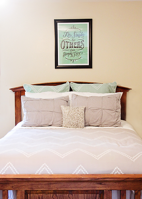 Gray Chevron with pops of turquoise. Love it!